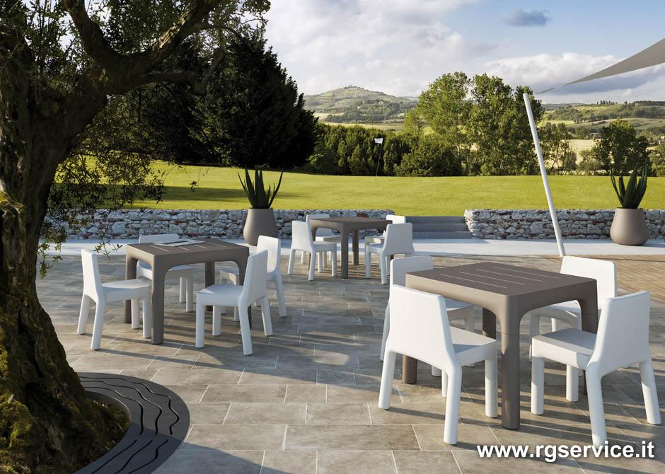 Sedie e tavoli in polietilene per esterno for Tavoli arredo