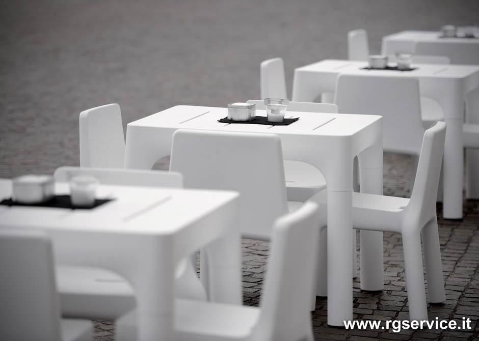 Sedie e tavoli in polietilene per esterno for Tavolo sedie esterno