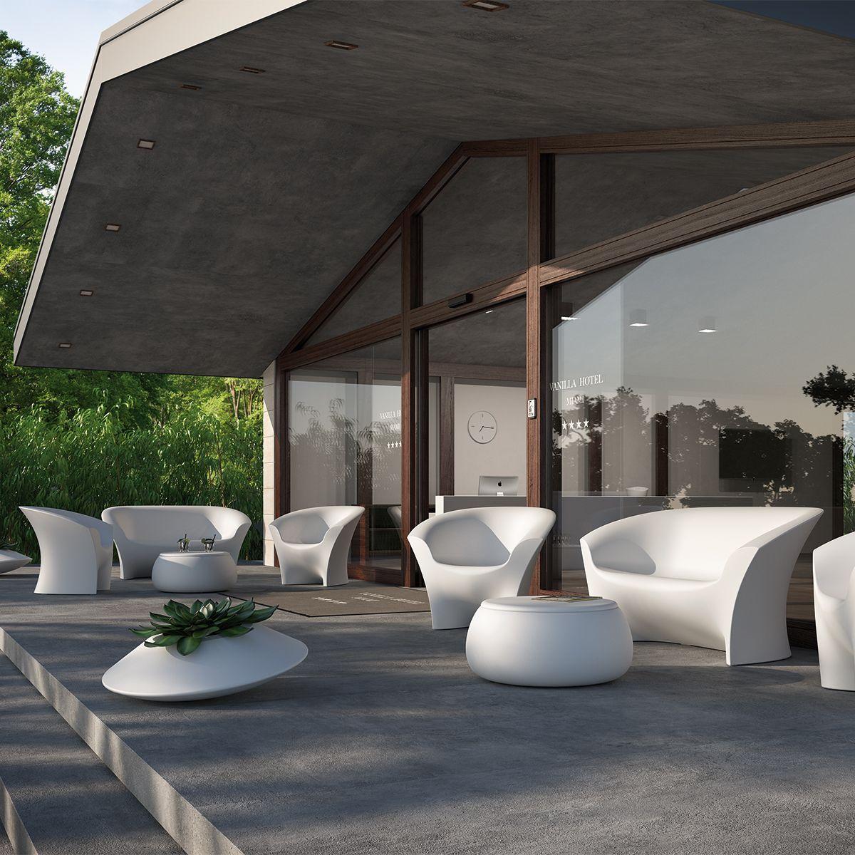 Arredo per esterno in polietilene luminoso for Arredo ville e giardini