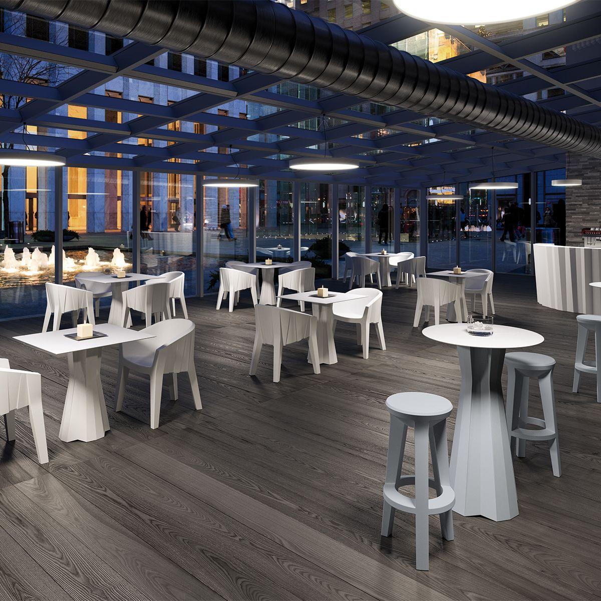 Sedute e tavoli in plastica indoor outdoor bianca e colorata - Tavoli e sedie in plastica ...